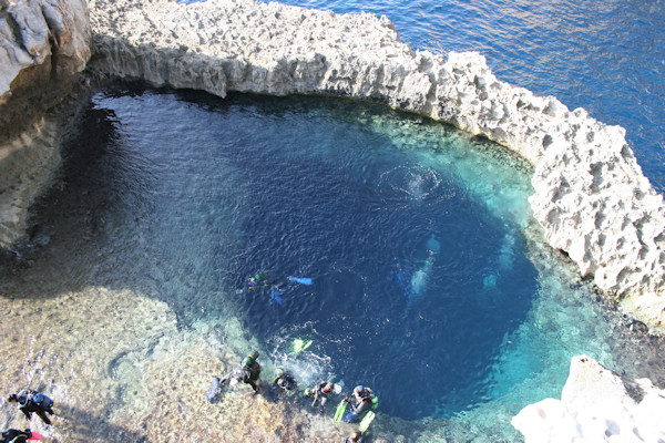 the arch1 Great Blue Hole